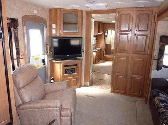2011-jayco-eagle-travel-trailer-interior-5d