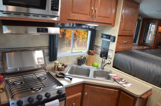 2014-northwood-manufacturing-arctic-fox-model-811-truck-camper-kitchen