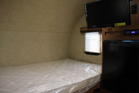 2014-palomino-palomini-150rbs-travel-trailer-bed