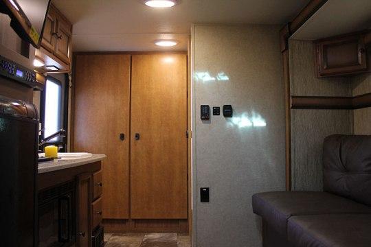 2014-palomino-palomini-150rbs-travel-trailer-interior-back