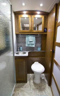 2015-pleasure-way-plateau-xl-widebody-class-b-motorhome-bath