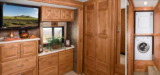tiffin-phaeton-motorhome-interior-4