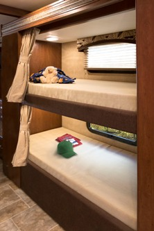 2015-thor-chateau-super-c-35sb-class-c-motorhome-bunk-beds