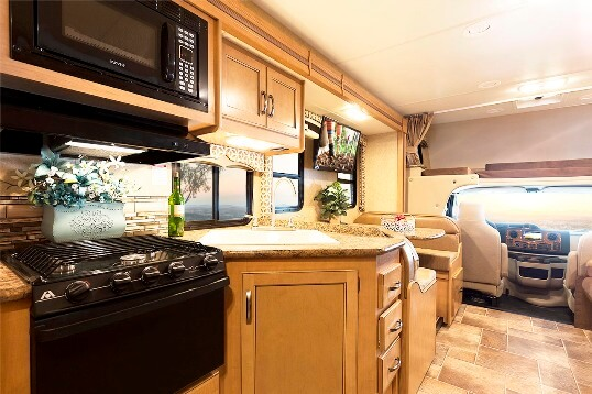 2015-thor-four-winds-29g-class-c-motorhome-interior-front