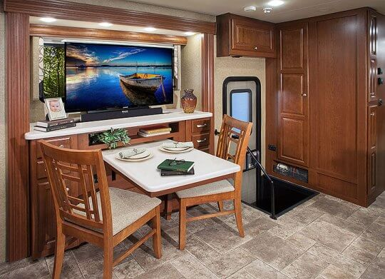 2015-thor-palazzo-class-a-diesel-model-35-1-motorhome-dinette