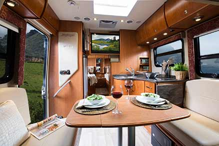 2014-leisure-travel-vans-unity-u24tb-interior