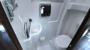 Interstate_Grand_Tour_Bathroom_3976