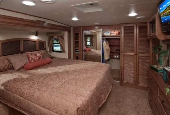 bighorn fifth heartland wheel interior rv bedroom wheels bathroom luxury living 2009 below arrangement roamingtimes