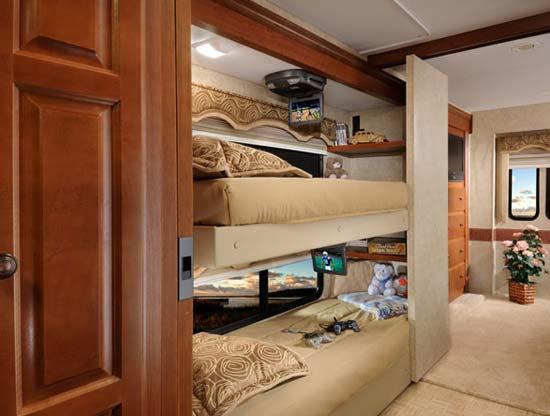 Four Winds Hurricane class A motorhome bunkbeds arrangement - 34B model