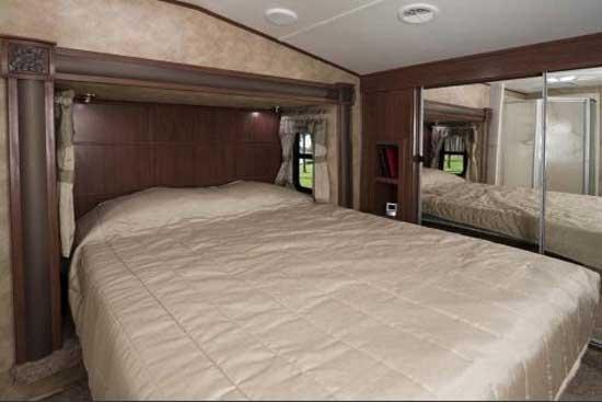 Heartland ElkRidge fifth wheel interior 29SBRL bedroom