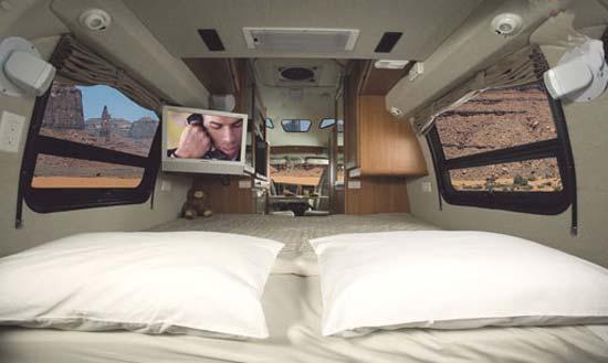 Roadtrek 190 Popular bedroom arrangement - double bed