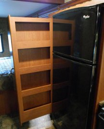 2015-four-winds-33sw-super-class-c-motorhomes-pantry
