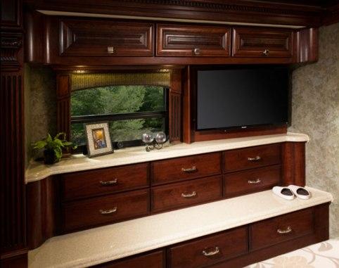 2015-monaco-dynasty-45-palace-class-a-diesel-bedroom-storage