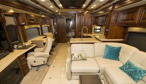 2015-monaco-dynasty-45-palace-class-a-diesel-interior