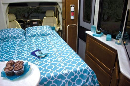 2015-pleasure-way-plateau-xl-widebody-class-b-motorhome-bed