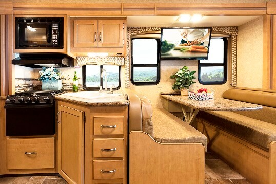 2015-thor-four-winds-29g-class-c-motorhome-kitchen