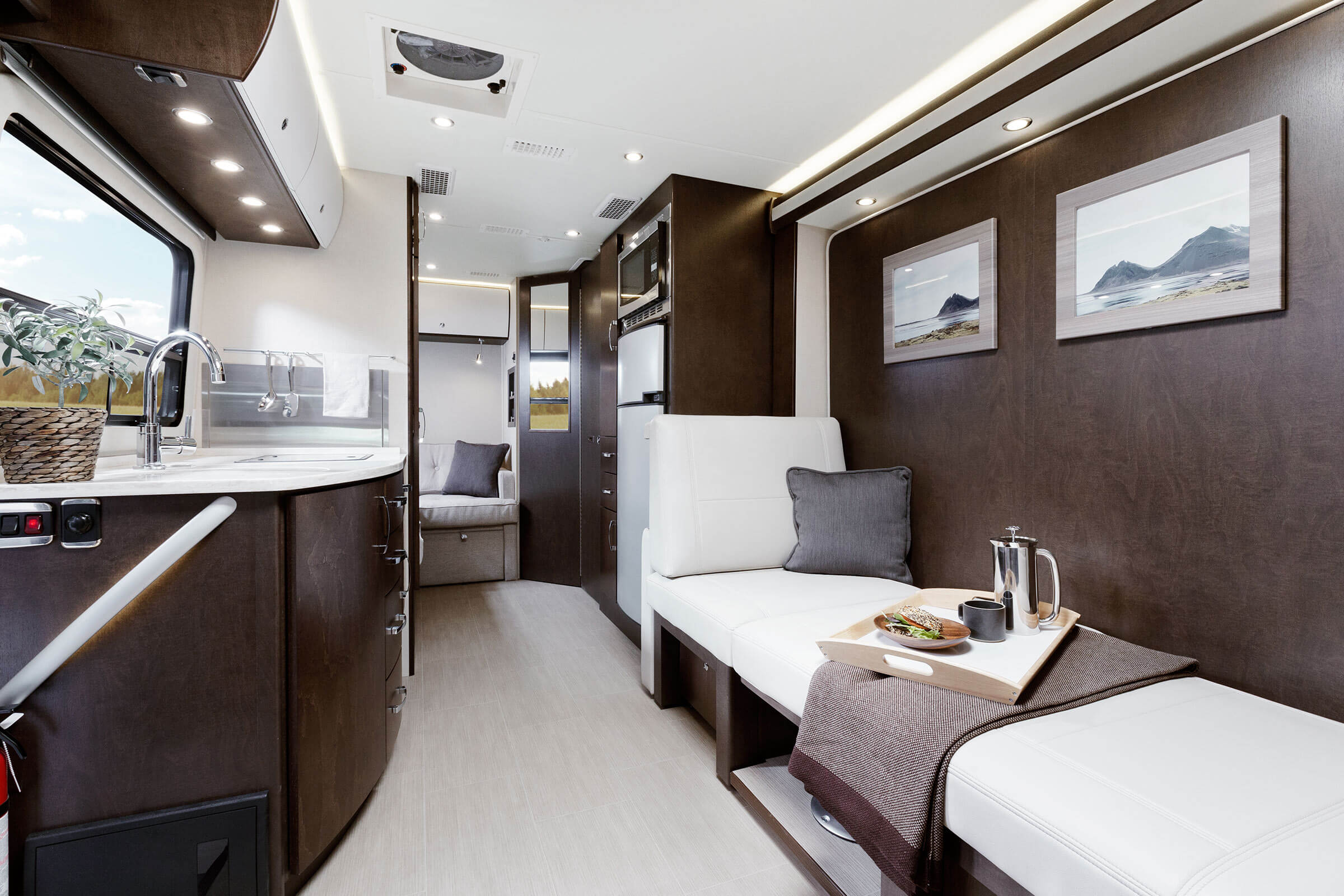 Mercedes Sprinter Rv >> Leisure Travel Vans Transforms The Open Road With The All-New 2016 Unity FX | Roaming Times