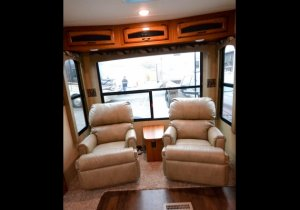 2016 Starcraft Travel Star 324RLTS Captain Chairs