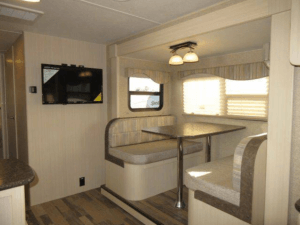 Winnebago 2017 Minnie 2500FL Dinette