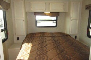 Winnebago 2017 Minnie 2500FL Private Bedroom