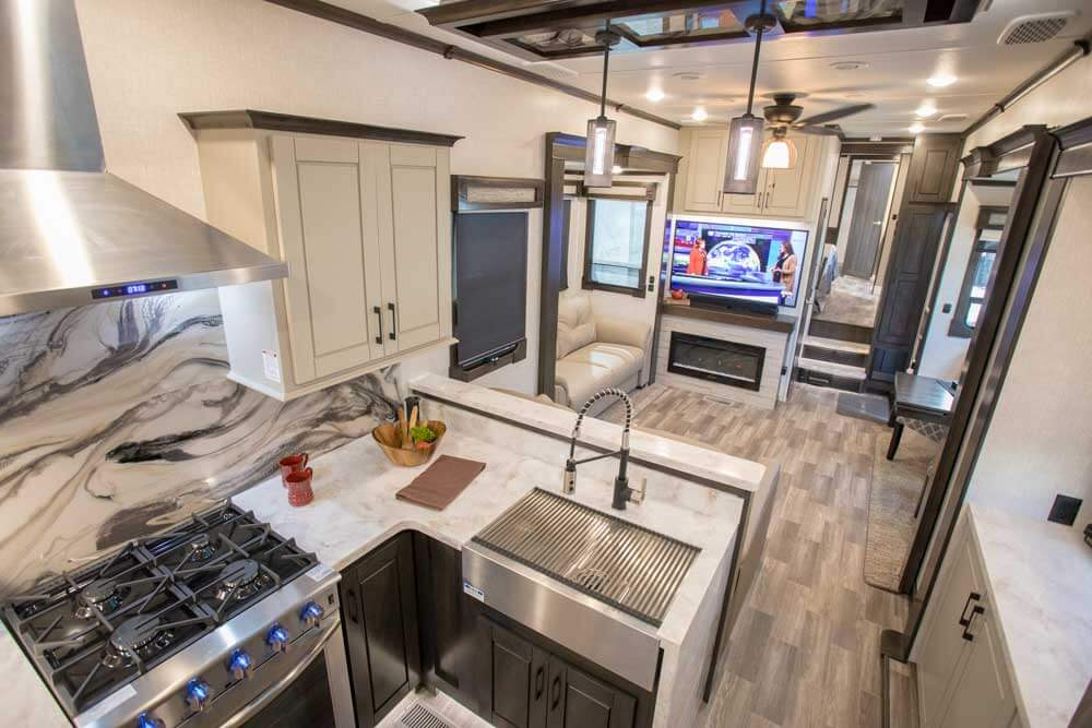 CrossRoads Redwood 4001LK Fifth Wheel RV